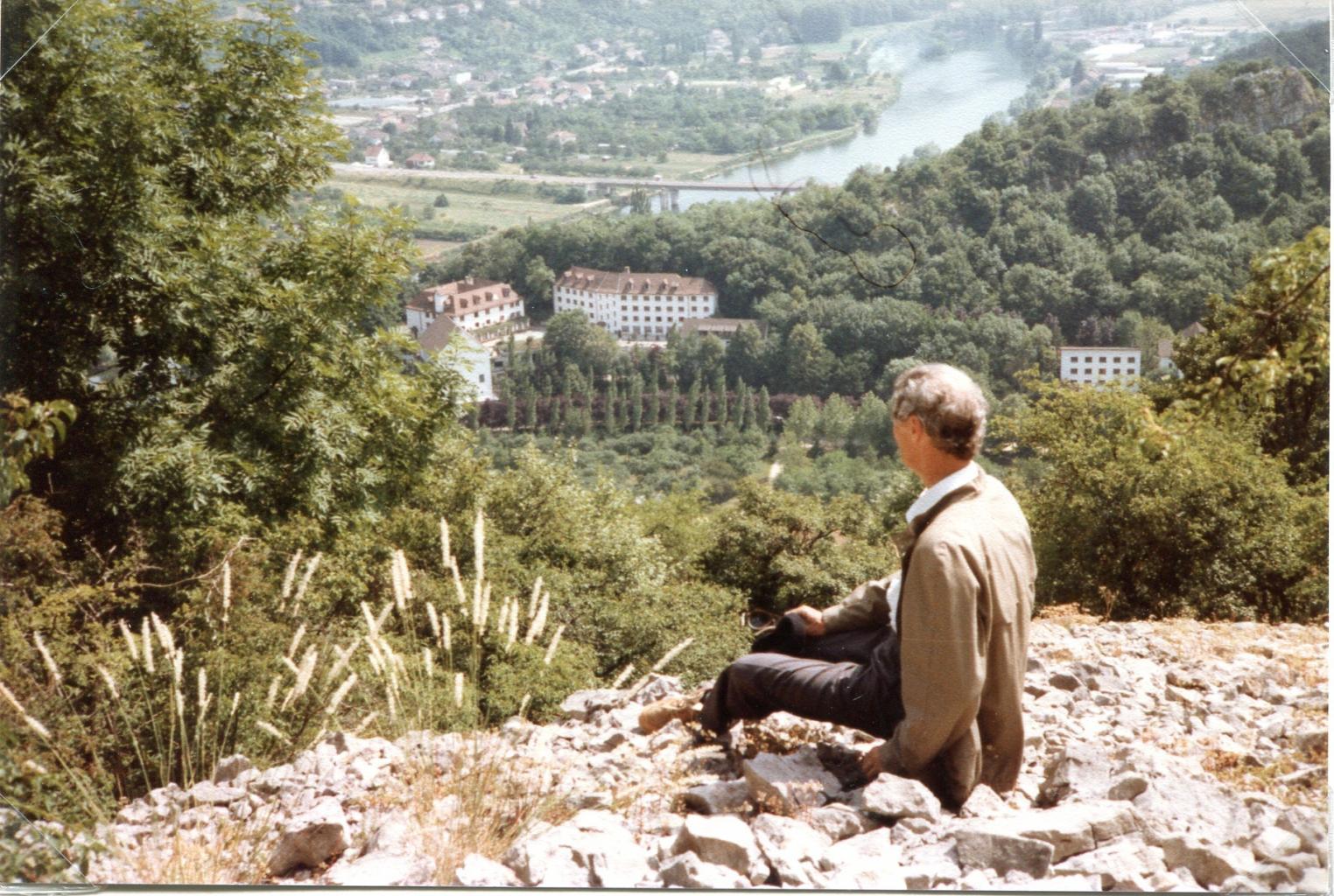 La Roche d'Or. Florin Callerand sur le Rosemont regardant la Roche d'Or 2
